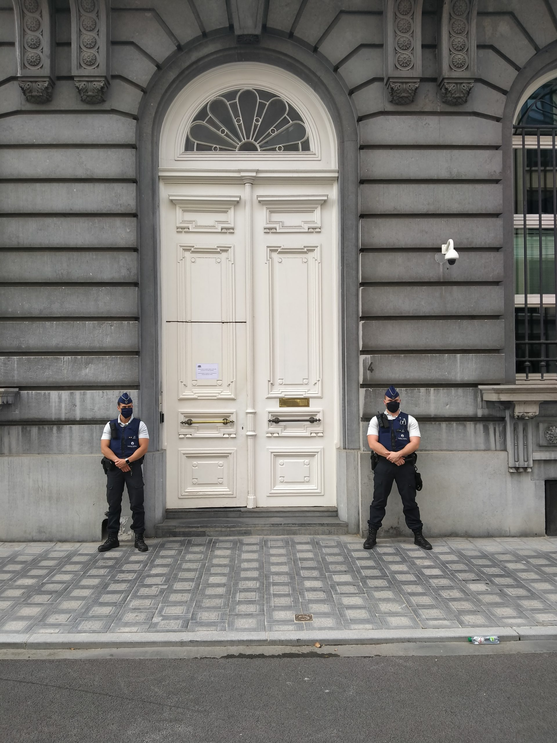 137 jours interdit de conférences de presse…                        «Penasse c. État belge»